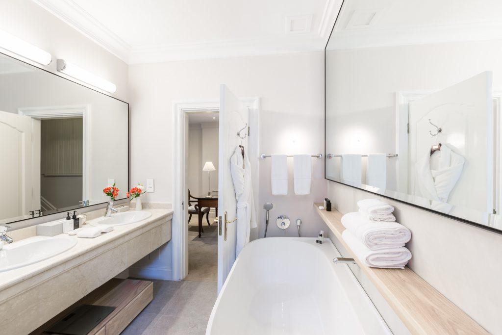 RM5 Bathroom HDR 2 2048px 5D3_7018-HDR-Edit
